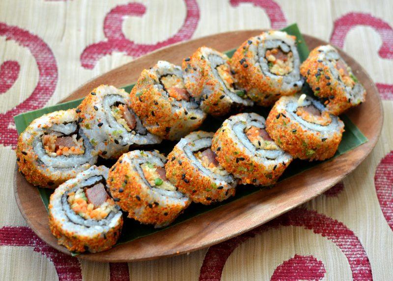 spicy tuna sushi with shichimi togarashi