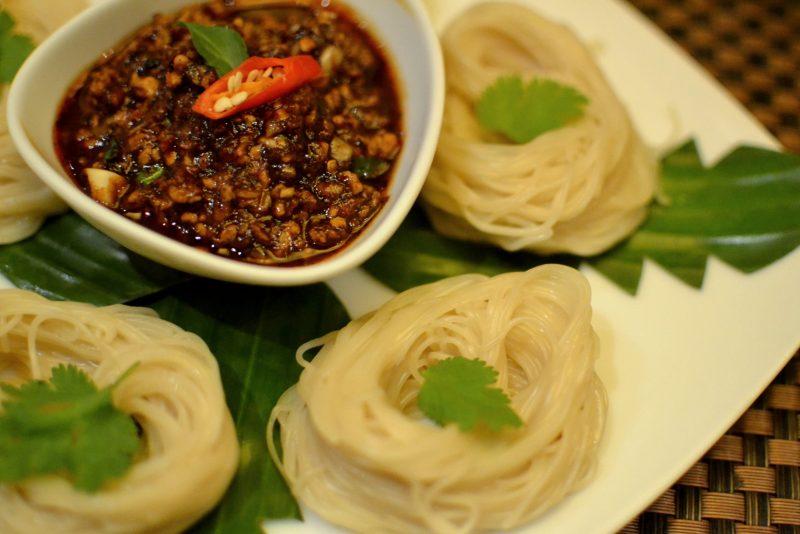 Khanom Jin Namprik Pow