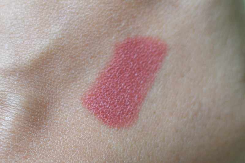 L'Oreal Paris Rouge Magique Lipstick divine mocha swatches