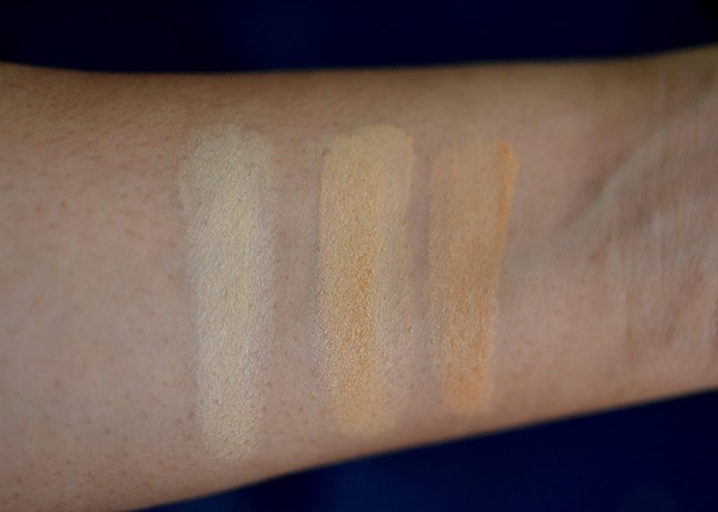 Lakme 9 to 5 Primer + Matte Powder Foundation Compact swatches