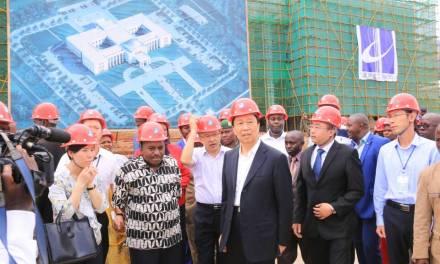 SE LI Yuanchao visite des réalisations chinoises au Burundi