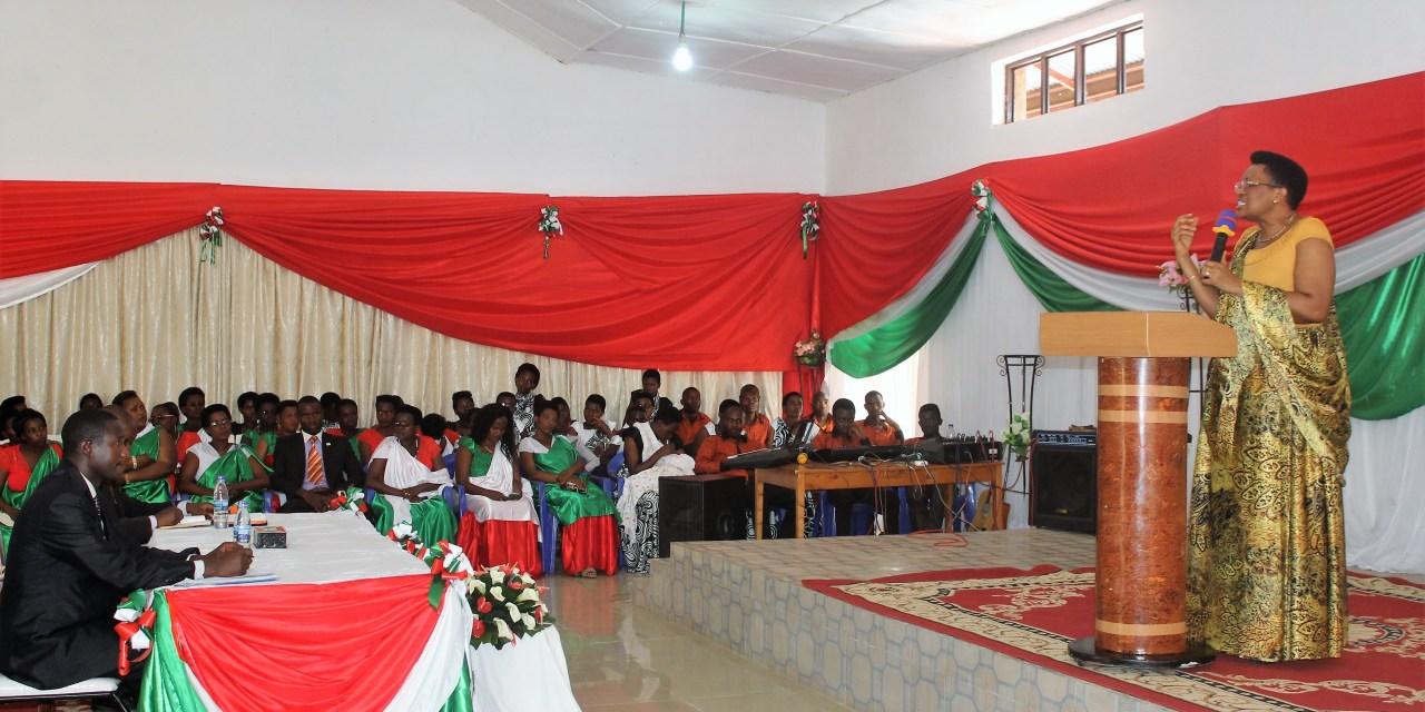 La Première Dame du Burundi aux côtés des femmes hospitalisées et autres vulnérables à Muramvya