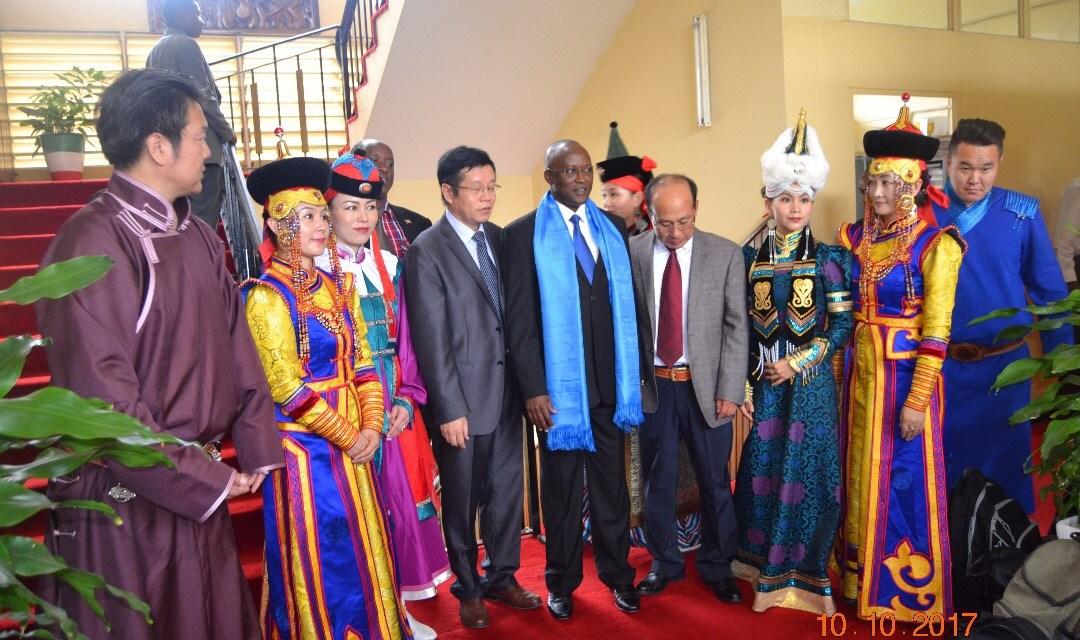 Le Premier vice-Président de la République a reçu le groupe culturel de la Mongolie intérieure accompagné de l'Ambassadeur de la République Populaire de Chine au Burundi