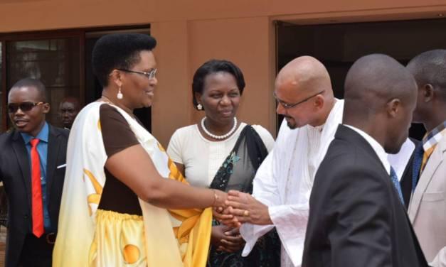 La campagne menée par la Première Dame sur la PTME et la PEC Pédiatrique se poursuit à Gitega