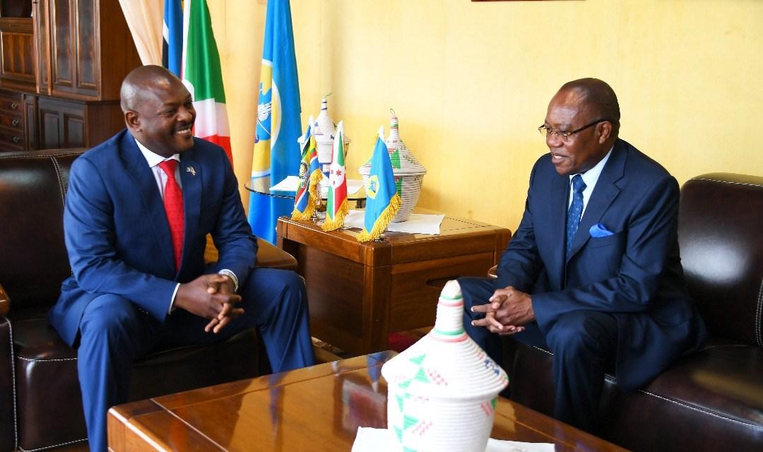 Le Président Burundais reçoit un envoyé spécial du Président Angolais