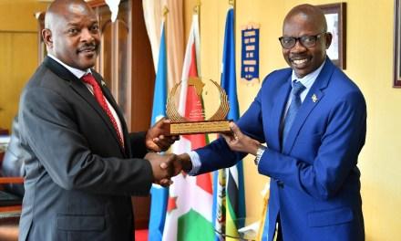 Son Excellence Pierre Nkurunziza reçoit son Ministre du Travail