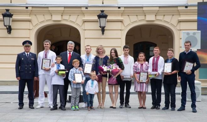 Напередодні Дня рятівника Президент Петро Порошенко нагородив одинадцятьох лауреатів всеукраїнської премії «Герой-рятувальник року – 2018», 13 вересня 2018 року