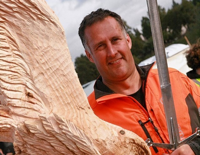 Chainsaw artist claims coveted carrbridge prize press