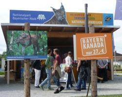 Ausführliche Infos zu dem riesigen touristischen Angebot rings um den Nationalpark Bayerischer Wald gibt es im Pavillon des Bayerischen Umweltministeriums. (Fotos: NPV Bayerischer Wald)
