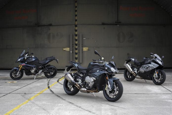 BMW Motorrad präsentiert die 2017er Modellpalette vom 17. bis 19. Februar 2016 auf der IMOT, der 24. internationalen Motorradausstellung in München.