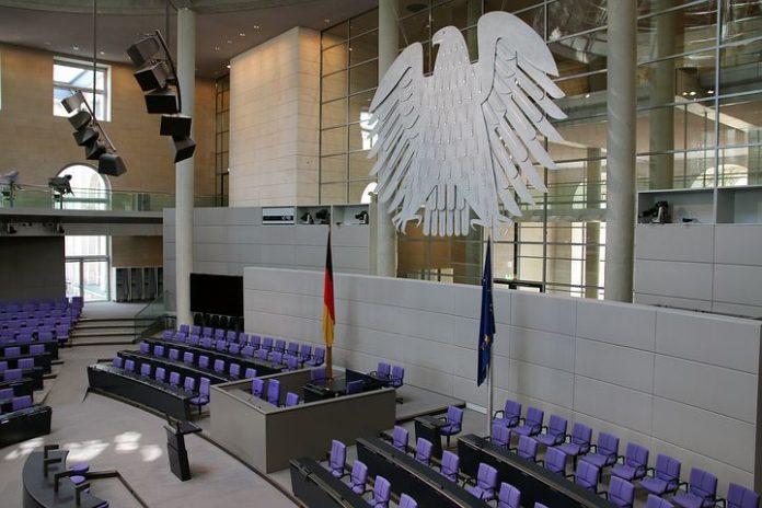 Rote Hand-Aktion im Deutschen Bundestag Gegen den Einsatz von Kindersoldaten