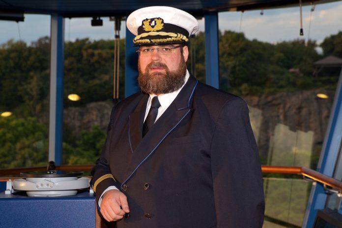Kapitän Boris Becker übernimmt das Kommando von AIDAperla
