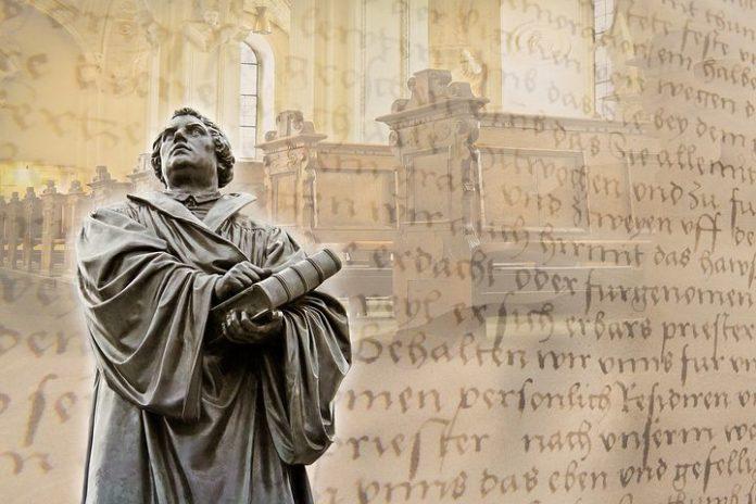 Mit 95 Thesen hat Martin Luther vor 500 Jahren eine Erneuerung des Glaubens und eine Revolution des Wissens ausgelöst und das Tor in die Zukunft weit aufgestoßen.