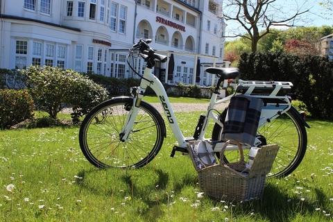 Aufladen mit Meerblick: Elektro an der Küste – im Strandhotel Glücksburg