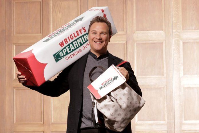Ein XXL-Rucksack von Guido Maria Kretschmer für Wrigley's Spearmint Das Big Pack - jetzt zum Umhängen
