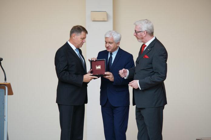 SemperOpernball ehrt rumänischen Präsidenten Klaus Johannis – Nachträgliche Preisübergabe und Festakt in Berlin