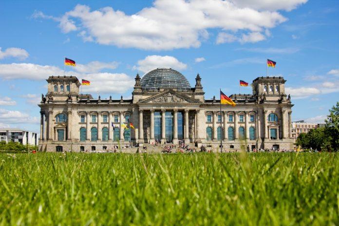 Bundestag beschließt Korrekturen am Wetterdienstgesetz Open Data beim DWD - Smart Services in der digitalen Wirtschaft Private Wetterdienste begrüßen den gefundenen Kompromiss