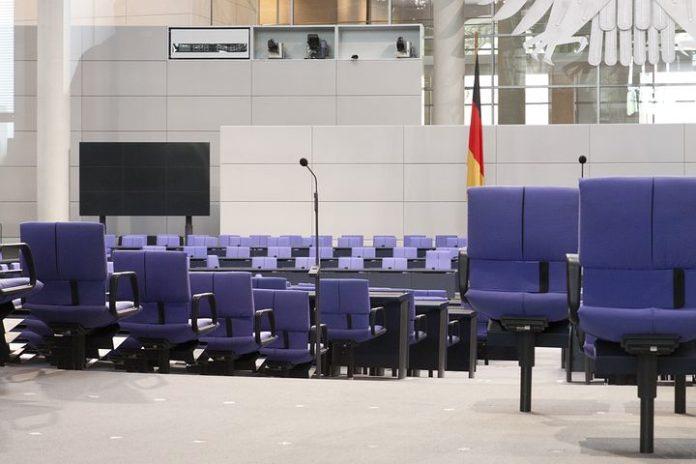Netzwerkdurchsetzungsgesetz, Innenpolitik, Bundestag, Politik, Partei, Netzwelt, SocialMedia, Internet, Berlin / Stuttgart