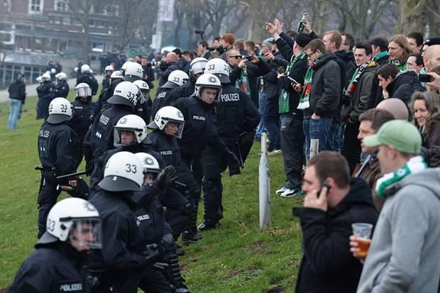 Polizei,Bundesliga,Fußball,Unterhaltung,Sport,Deutschen Fußball Liga,Gebühren,Berlin