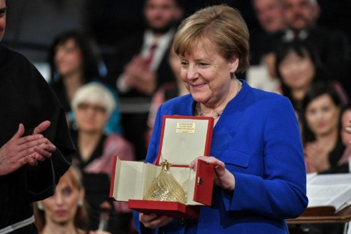 Bundeskanzlerin, Angela Merkel ,Friedenspreis,Italien ,Lampe des Friedens,Assisi,Basilika San Francesco