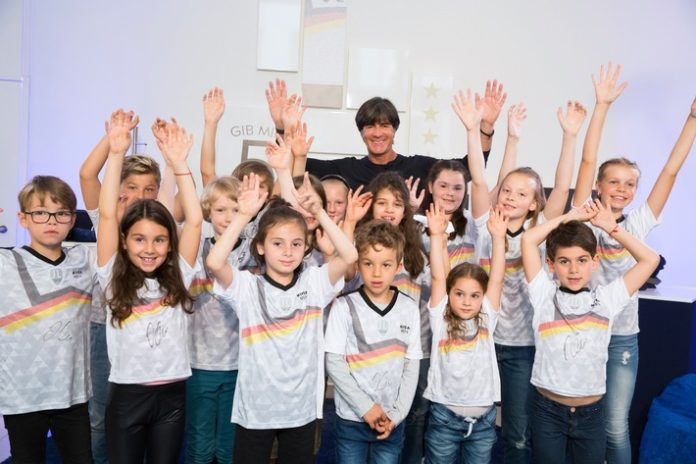 Joachim Löw, Bild, Werbung, Fußball, Celebrities, Panorama, Sponsoring, Weltmeisterschaft, People, Hamburg