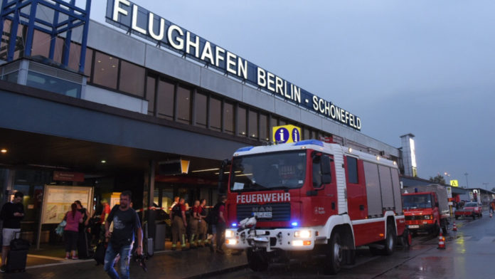 Berlin-Schönefeld,Flugverkehr,Nachrichten,Gewitter,Hitze,Unwetter,Berlin