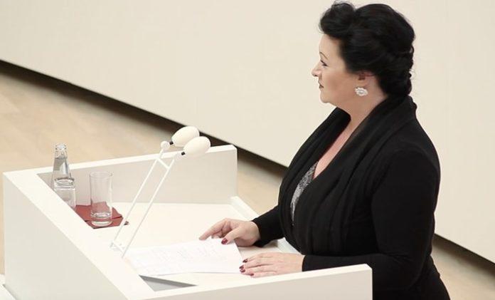 Gesetze, Bild, Partei, Politik, Birgit Bessin, Kopftuchverbot, Potsdam,Plenardebatte um Kopftuchverbot