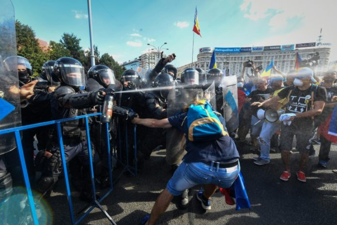 Hunderte Demonstranten,Rumänien,Bukarest,Ausland,Nachrichten,Präsident, Klaus Iohannis