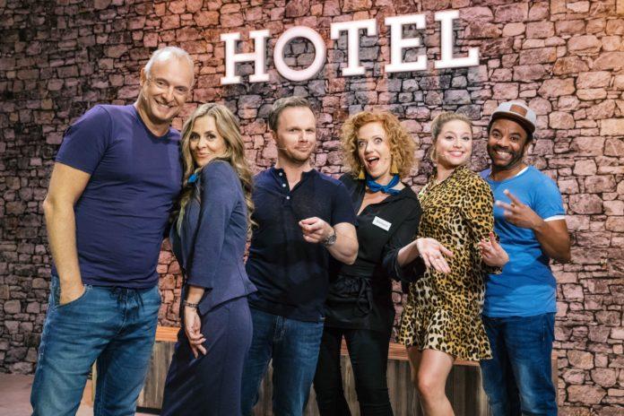 Hotel Verschmitzt,Auf die Ohren, fertig los, Impro-Show,Ralf Schmitz,RTL,TV-Ausblick,Freizeit,Unterhaltung,Bild, Programm, Fernsehen