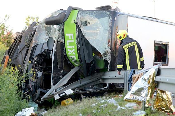 Reisebus,Aß,Unfall, Medien,Presse,News