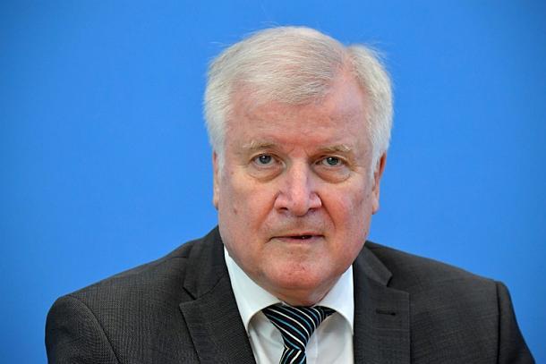 Horst Seehofer,Berlin,Rechtsextremisten,Verfassungsschutz
