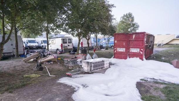 Dietzenbach –  Rund 50 Angreifer attackieren Rettungskräfte mit Steinen