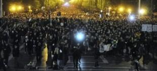 Macaristan'da sokak, internet vergisini geri çektirdi!