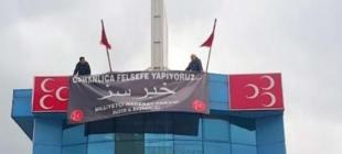MHP'nin Osmanlıca pankartı indirildi