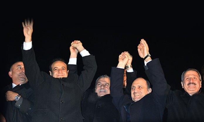 Muhalefetin Yüce Divan'da yargılanmasını istediği dört eski bakan için Meclis Soruşturma Komisyonu Yüce Divan'da yargılanmasını reddetti.