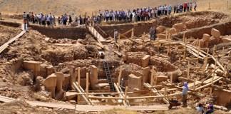 Göbeklitepe, dünyanın bilinen en eski tapınağı olması nedeniyle medeniyetin tarihini binlerce yıl öncesine taşıyan bir kültürel miras.