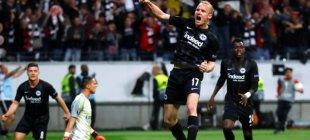 Eintracht Frankfurt, zoru başardı!