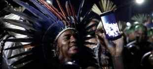 Topraklarını korumak isteyen Brezilya yerlileri başkent Brasilia'da kamp kurdu