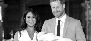 Kraliyet bebeği nihayet basın ve halkla tanıştı
