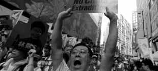 Hong Kong'da yönetim protestolar sonrası geri adım attı: 'İade' yasası ertelendi