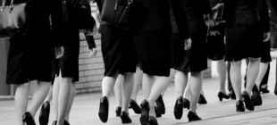 Japonya'da çalışan kadınlara 'topuklu ayakkabı' dayatmasına bakan desteği