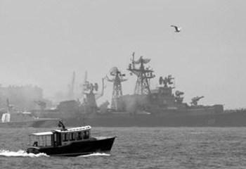 Rus ve ABD savaş gemileri Çin'in doğusunda çarpışacak kadar yaklaştı