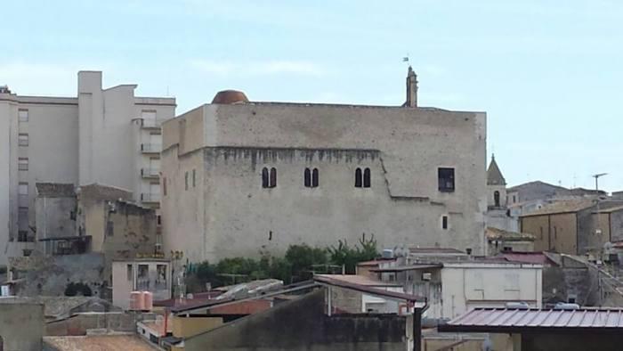 Sulle origini sveve del castello di Favara