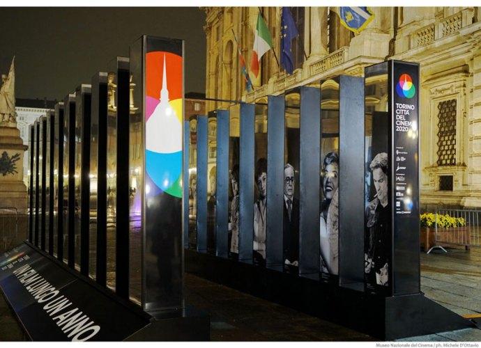 Installazione-piazza-Castello_TOcinema2020-copertina