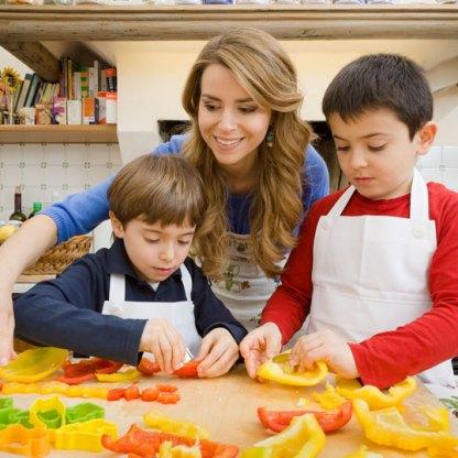 Progetto Sano,giusto e con gusto! La dottoressa Annamaria Acquaviva in cucina con i bambini