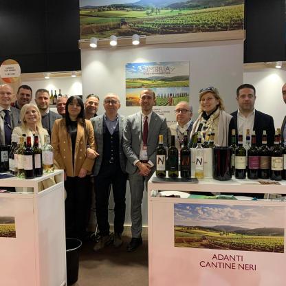 Umbria top Wine Paris sottosegretario e ambasciatore con produttori