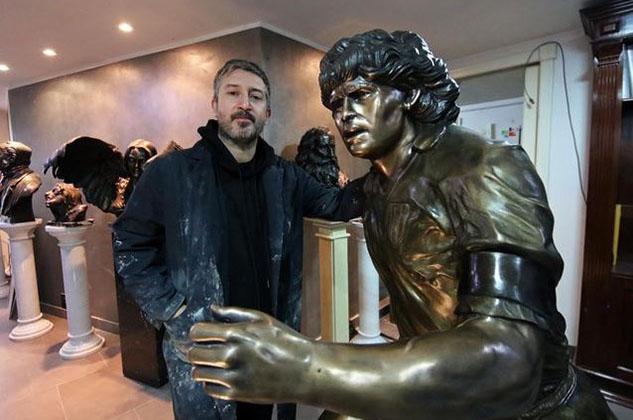 La statua di Diego Armando Maradona è terminata: l'opera eterna di Domenico Sepe