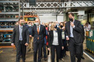 partenariat entre Bourgeat et Vorwerk : visite des locaux de Bourgeat en avec Agnès Pannier-Runacher