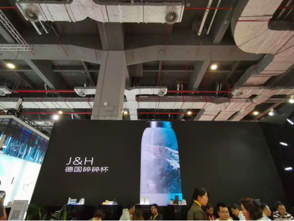 German JOHN HANCOCK Debuted at the Second China International Import Expo in Shanghai With Its Slimming Water Cup 1