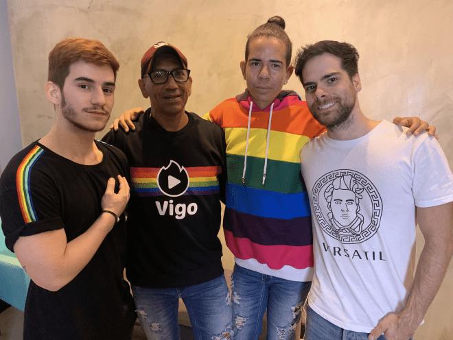 Casal gay registra desafios cotidianos